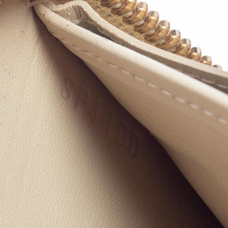 Louis Vuitton Cream White Monogram Vernis Zippy Wallet For Sale 6