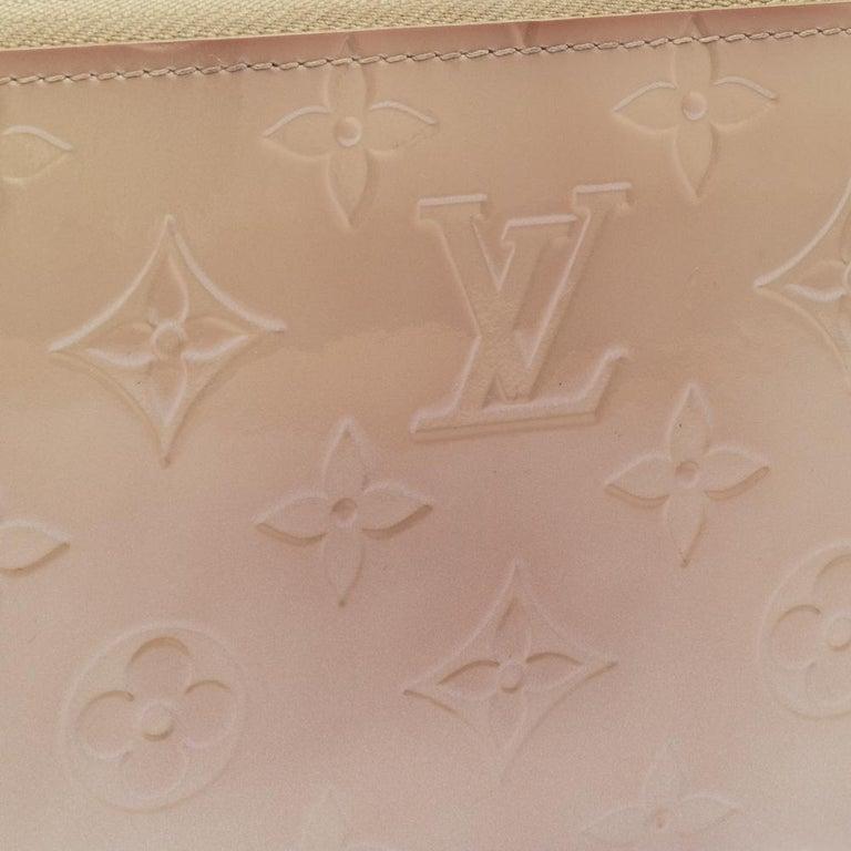 Louis Vuitton Cream White Monogram Vernis Zippy Wallet For Sale 7