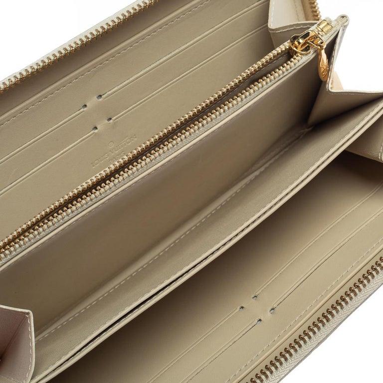 Louis Vuitton Cream White Monogram Vernis Zippy Wallet For Sale 8