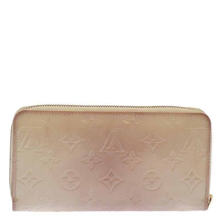 Louis Vuitton Cream White Monogram Vernis Zippy Wallet In Good Condition For Sale In Dubai, Al Qouz 2