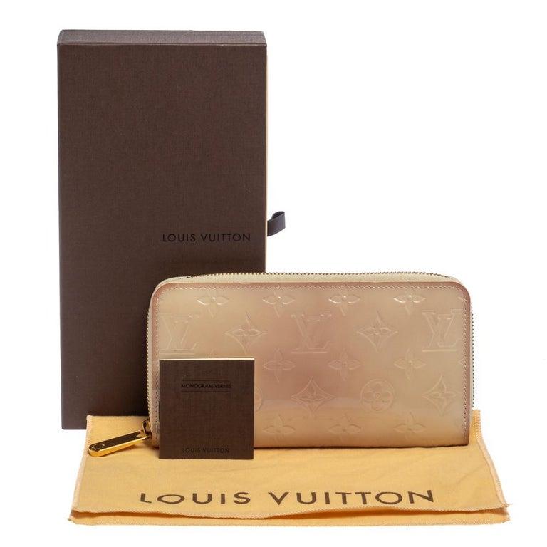 Louis Vuitton Cream White Monogram Vernis Zippy Wallet For Sale 5