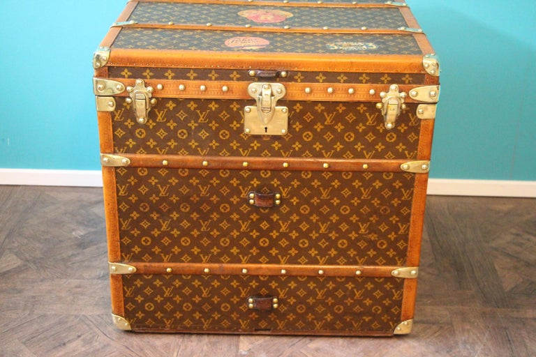 This unusual cube trunk is very elegant and in very good condition. It has got the stencilled LV monogram pattern canvas, lozine trim, LV stamped brass locks, LV stamped studs and leather side handles. It features a couple of traveling labels