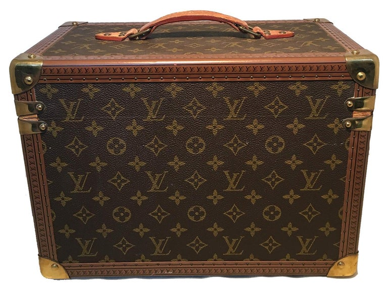 Louis Vuitton Custom Monogram Jewelry Travel Train Case with 16 Ultrasuede Trays In Excellent Condition For Sale In Philadelphia, PA