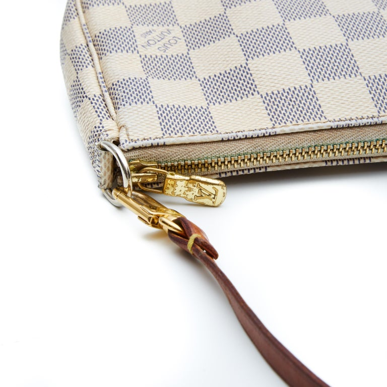 Louis Vuitton Damier Azur Pochette Accessories NM Bag (2012) In Good Condition For Sale In Montreal, Quebec