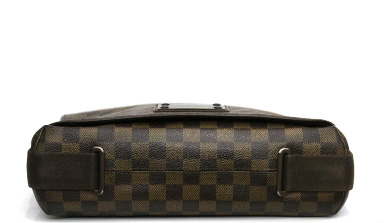 Women's or Men's LOUIS VUITTON Damier Canvas Brooklyn GM Messenger Bag