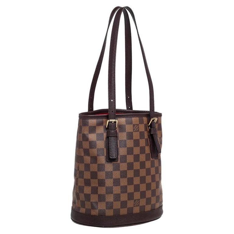 Louis Vuitton Damier Ebene Canvas Marais Bucket Bag In Good Condition For Sale In Dubai, Al Qouz 2