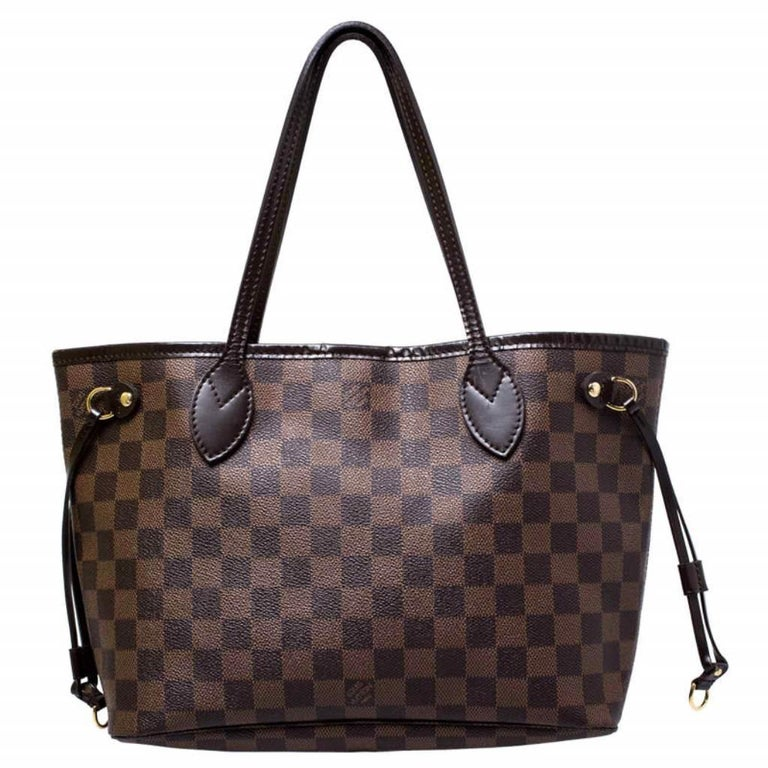 Louis Vuitton's Neverfull was first introduced in 2007, and even today it is a popular design. Crafted from Damier Ebene canvas, this Neverfull is gorgeous. The bag has drawstrings on the sides, a spacious interior that can house all your essentials