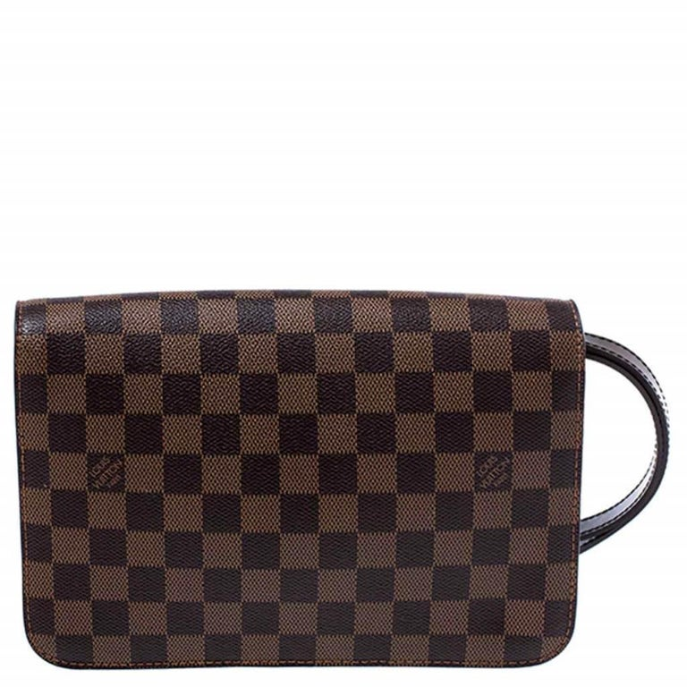 Beautifully crafted from the brand's signature Damier Ebene canvas, this Louis Vuitton clutch is a sweet buy! The piece features a gold-tone zipper which reveals an Alcantara interior perfectly sized to carry your essentials. It also features a