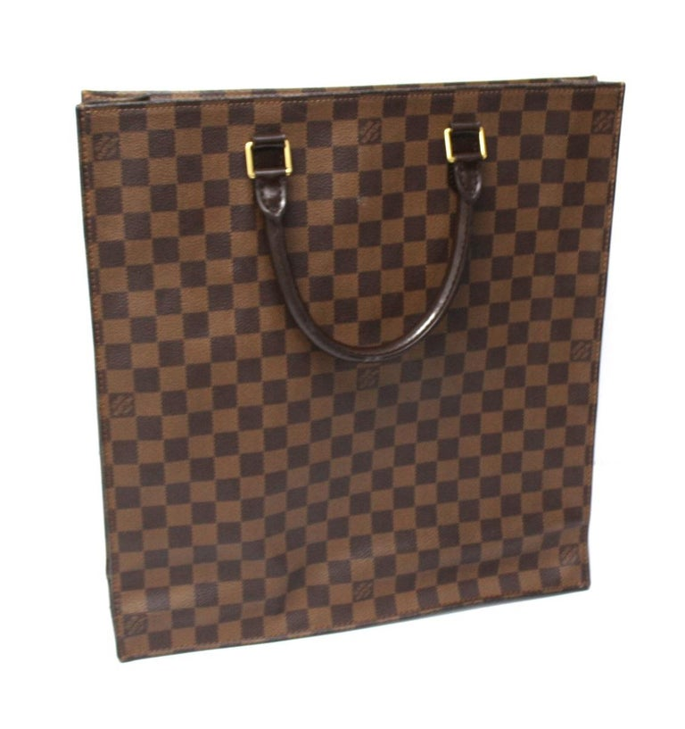 Louis Vuitton bag Sac Plat model made of tel damier ebene with brown leather details. Equipped with double leather handle to wear it by hand. Without closure, very capacious inside.Excellent as a day bag or work bag. The bag is in excellent