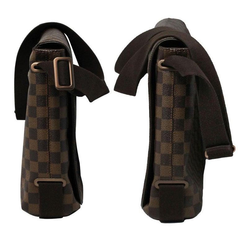 Black Louis Vuitton Damier Ebene MM Messenger Bag For Sale