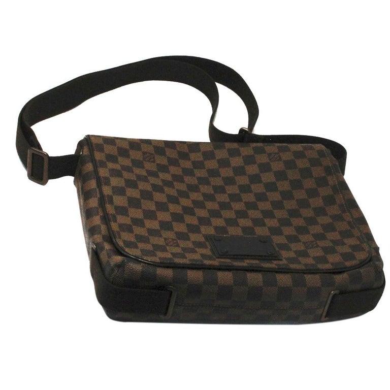 Louis Vuitton Damier Ebene MM Messenger Bag In Good Condition For Sale In Boca Raton, FL
