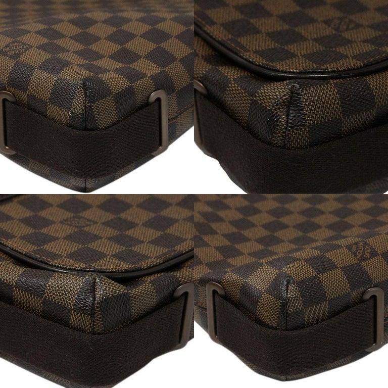Women's or Men's Louis Vuitton Damier Ebene MM Messenger Bag For Sale