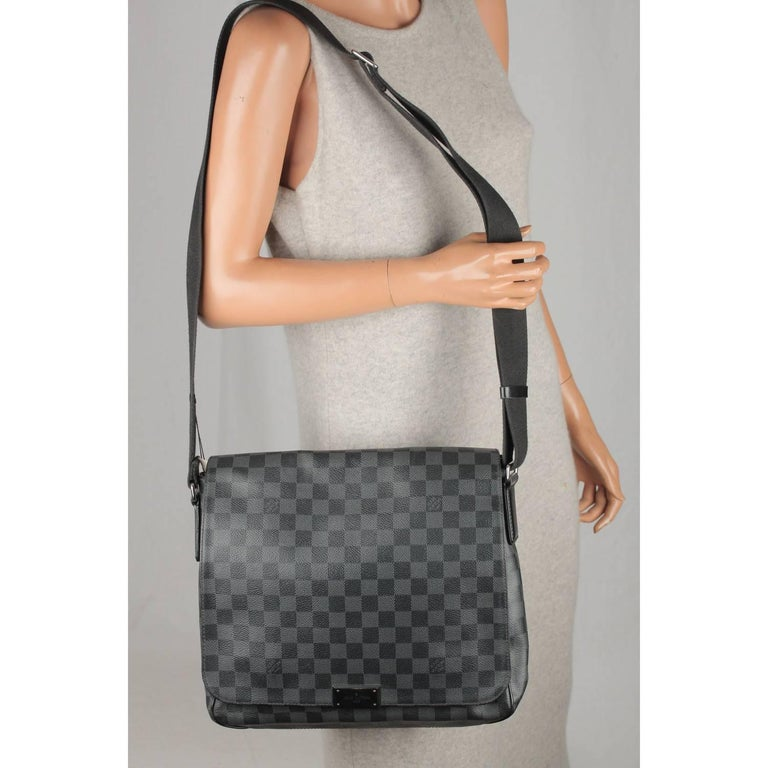 7f8a3245eec94 LOUIS VUITTON Damier Graphite DISTRICT MM Messenger Bag For Sale at ...