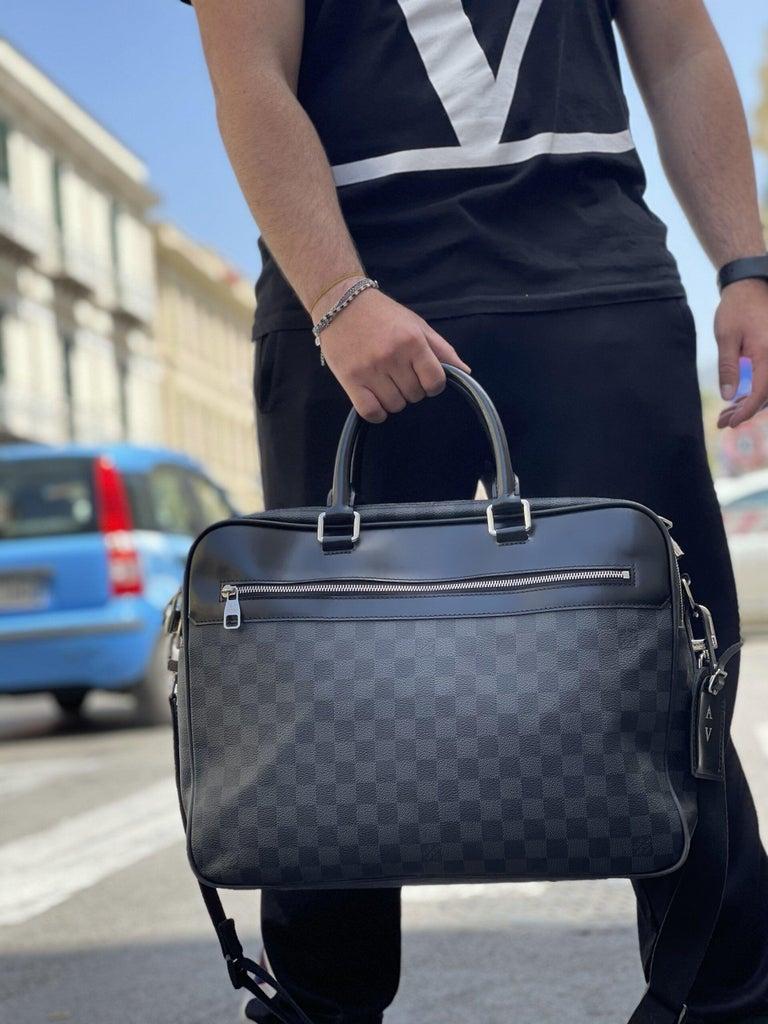 Louis Vuitton Damier Leather Shoulder Bag  For Sale 6