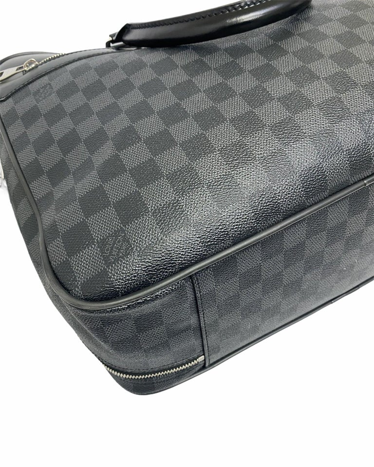 Louis Vuitton Damier Leather Shoulder Bag  For Sale 3