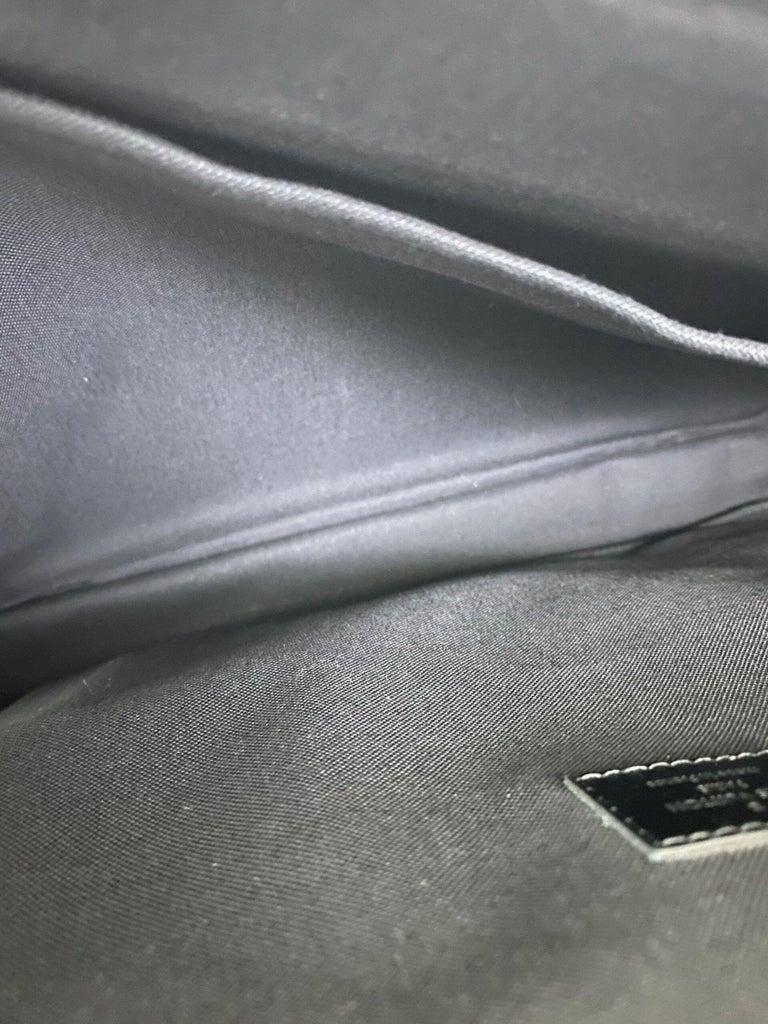 Louis Vuitton Damier Leather Shoulder Bag  For Sale 5