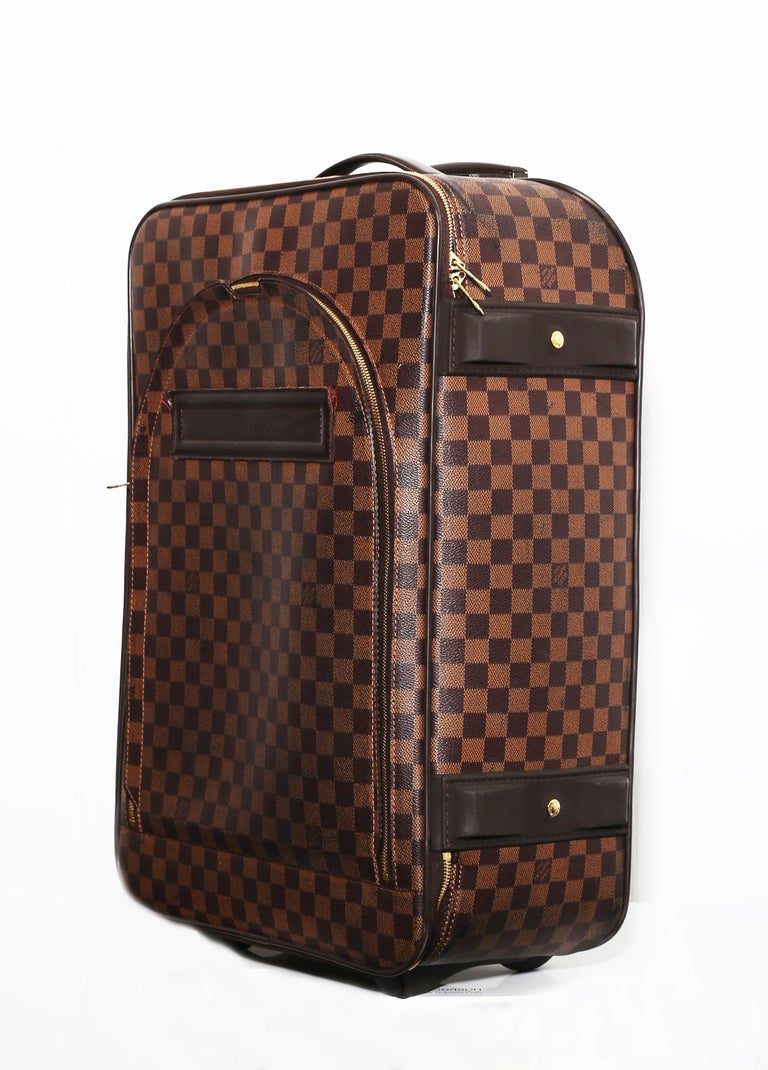 Louis Vuitton Damier Pégase 55 Travel Luggage An elegant silhouette defines the Pégase Légère 50, a piece of luggage inspired by the iconic Pégase. Light and luxurious, This timeless travelcase has 2 exterior pocket: 1 open and 1 with zipper. Double