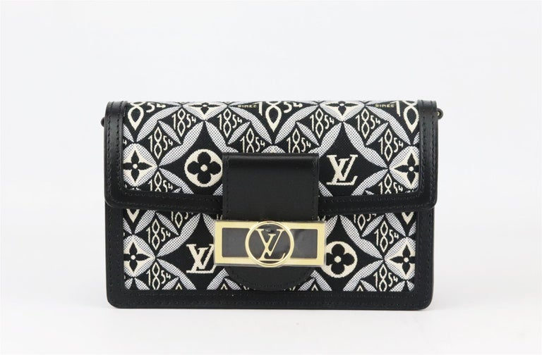 Louis Vuitton Dauphine 1854 MM Leather Trimmed Canvas Wallet On Chain Bag In New Condition For Sale In London, GB
