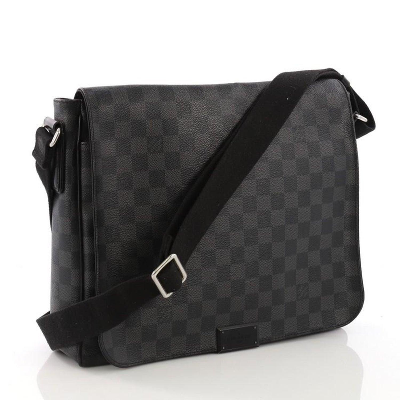 312d89b6eac7d Bezirk von Louis Vuitton Messenger Bag Damier Graphite MM bei 1stdibs