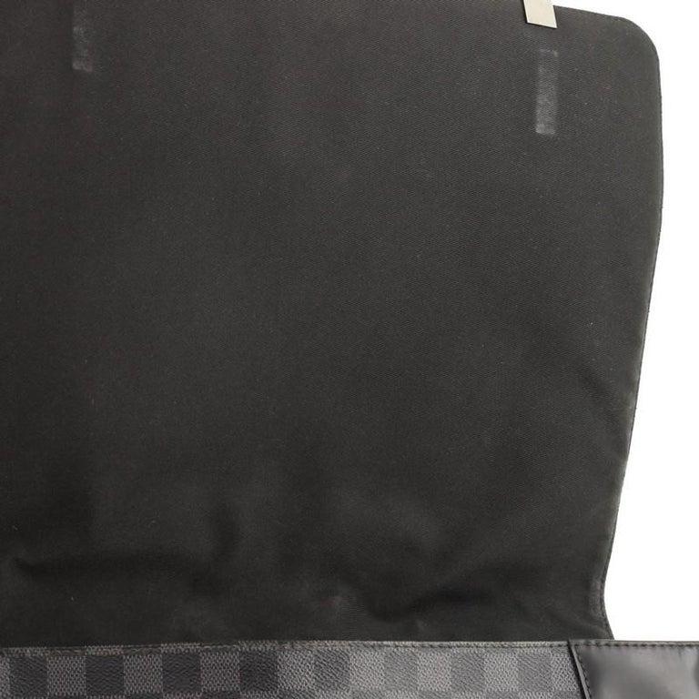 Louis Vuitton District NM Messenger Bag Damier Graphite GM 1