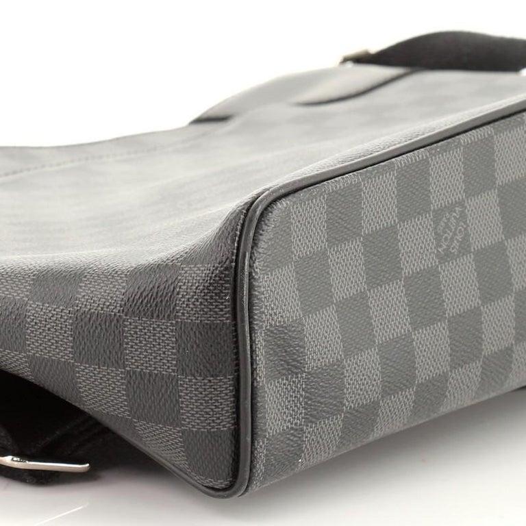 Louis Vuitton District NM Messenger Bag Damier Graphite GM 3