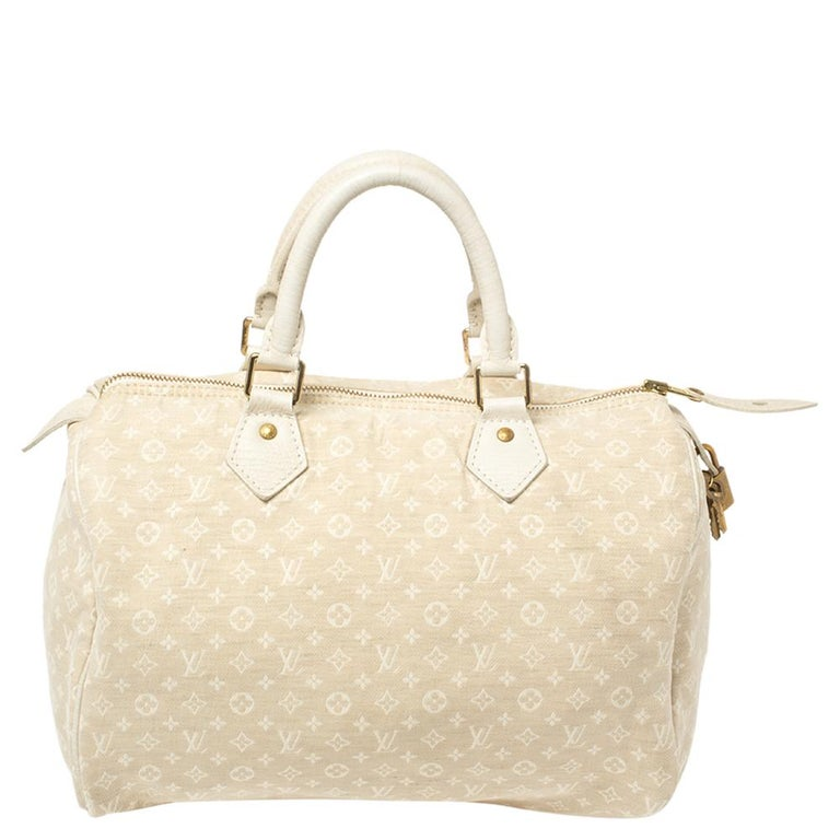 Titled as one of the greatest handbags in the history of luxury fashion, the Speedy from Louis Vuitton was first created for everyday use as a smaller version of their famous Keepall bag. This Speedy comes crafted from monogram mini lin coated