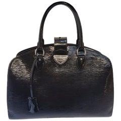 Louis Vuitton Electric Epi Pont-Neuf GM Black Shoulder Bag
