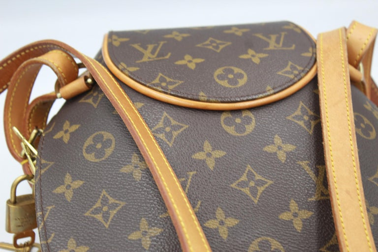 Nice vintage Louis Vuitton backpack in monogram canvas Sze 30x26 cm (largest part) Good vintage condition but it presents some signs of wear due to its age. Zip working perfectly