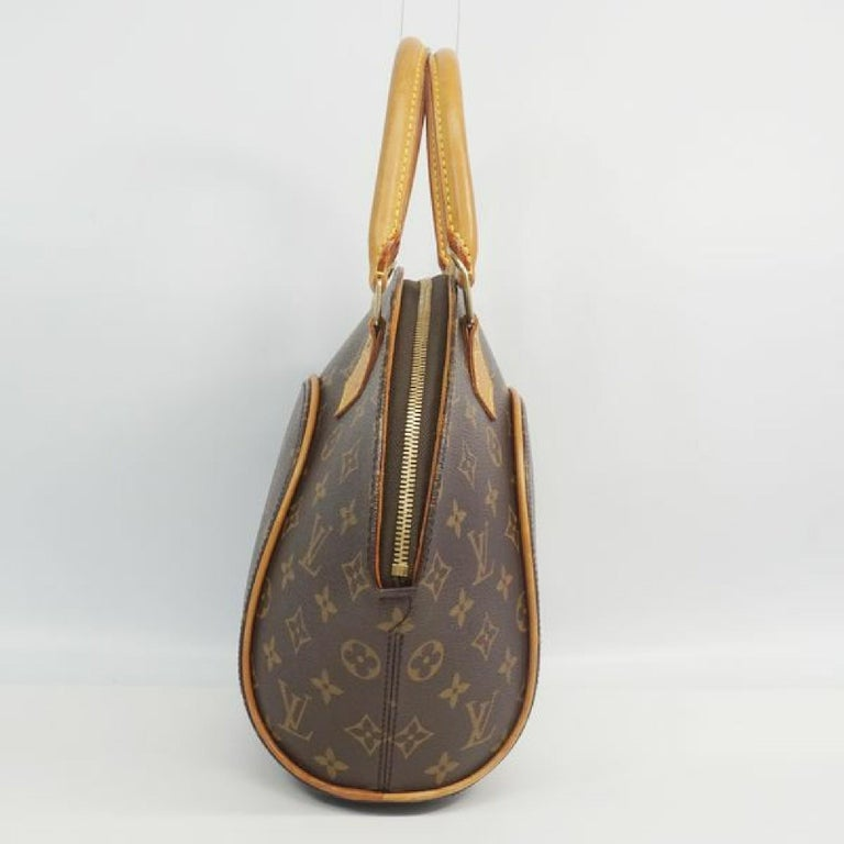 An authentic LOUIS VUITTON Ellipse PM Womens handbag M51127 The outside material is Monogram canvas. The pattern is EllipsePM. This item is Contemporary. The year of manufacture would be 2002. Rank AB signs of wear (Small) Used goods in good