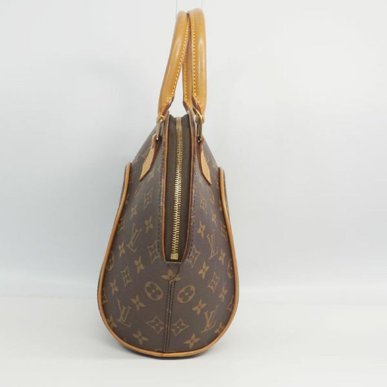 An authentic LOUIS VUITTON Ellipse PM Womens handbag M51127 The outside material is Monogram canvas. The pattern is EllipsePM. This item is Vintage / Classic. The year of manufacture would be 1997. Rank AB signs of wear (Small) Used goods in good