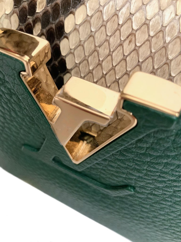 Louis Vuitton Emeraude Green Leather and Python Skin Capucines Mini Bag  In Excellent Condition For Sale In Geneva, CH