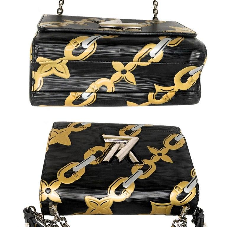 Louis Vuitton EPI Chain Flower Print Twist MM Cross-body Bag In Good Condition For Sale In Scottsdale, AZ