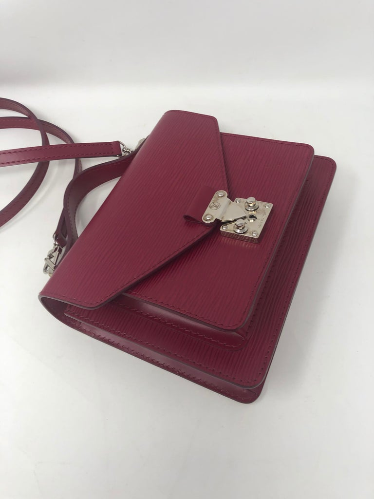 Louis Vuitton Epi Monceau BB Fushia Crossbody For Sale 9
