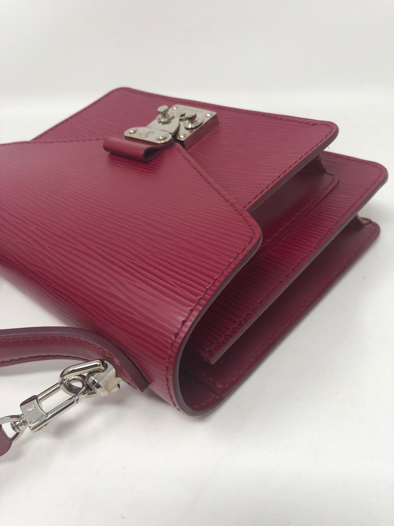 Louis Vuitton Epi Monceau BB Fushia Crossbody For Sale 2