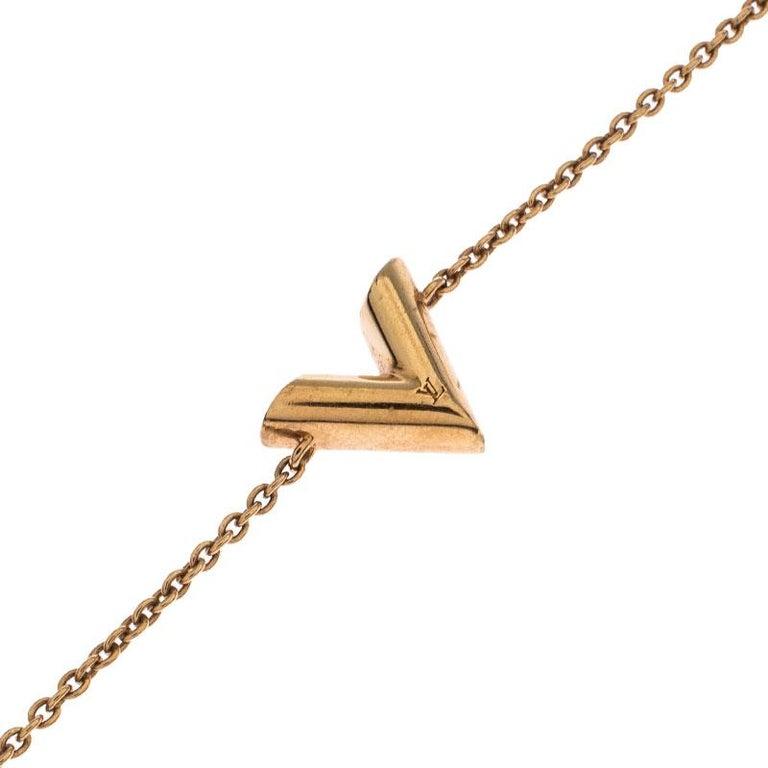 Louis Vuitton Essential V Gold Tone Bracelet In Good Condition In Dubai, Al Qouz 2