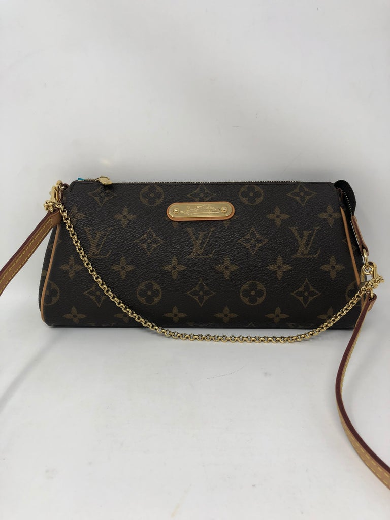 Louis Vuitton Eva Clutch  In Excellent Condition For Sale In Athens, GA