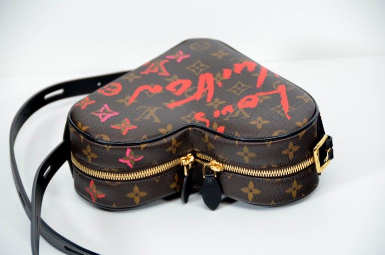 100% Authentic guaranteed  Louis Vuitton Fall In Love Coeur Monogram Heart Bag. Limited edition 2021 Brand new never used  in box with full set . LV box,charm,dust-bag ,ribbon and original receipt upon request will be included. Made in Italy  FINAL