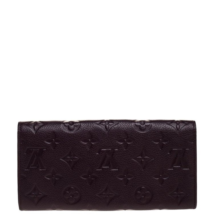 Stylish wallets are a closet must-have! This purple Curieuse wallet from Louis Vuitton is styled like an envelope and is crafted from Empreinte leather. This sleek wallet comes with multiple card slots and an open slot. It is perfect for daily