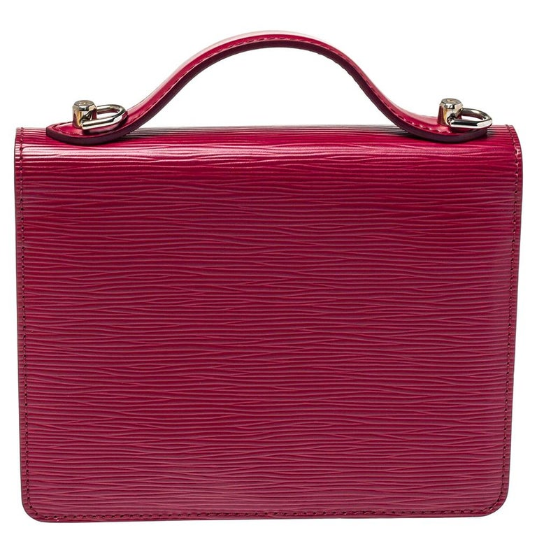 Set in a beautiful bright color, this Louis Vuitton Monceau BB bag is pure perfection. It is designed with Epi leather and complemented by silver-tone hardware and the signature S lock. Its top handle is coupled with a detachable shoulder strap that