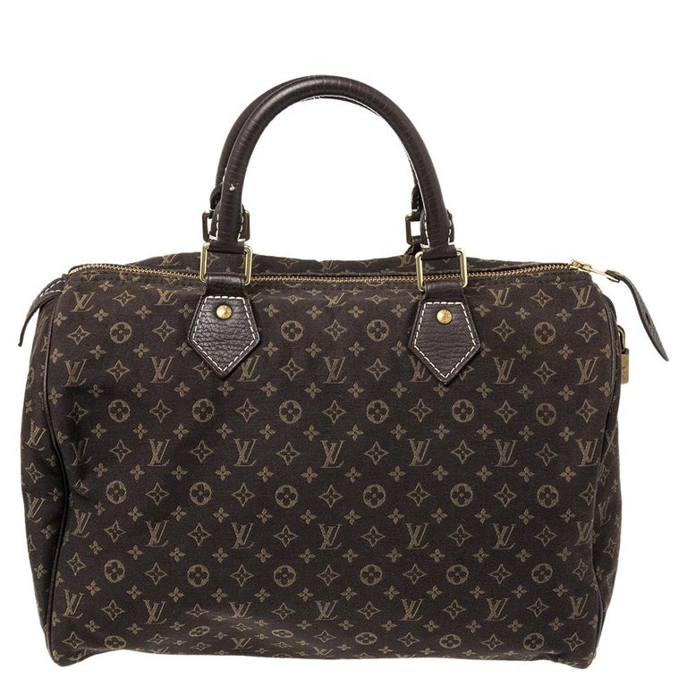 Titled as one of the greatest handbags in the history of luxury fashion, the Speedy from Louis Vuitton was first created for everyday use as a smaller version of their famous Keepall bag. This Speedy 30 comes crafted from the signature monogram Mini