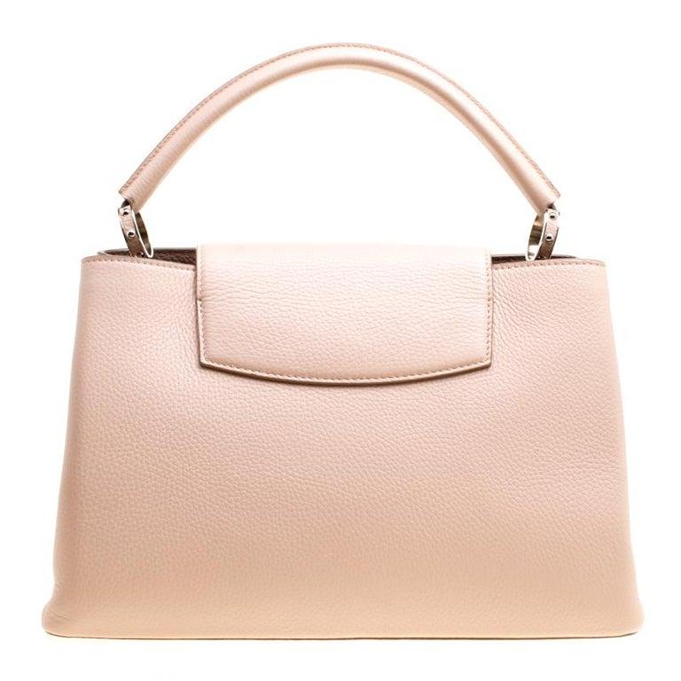 Louis Vuitton Galet Taurillon Leather Capucines MM Bag In Good Condition For Sale In Dubai, Al Qouz 2