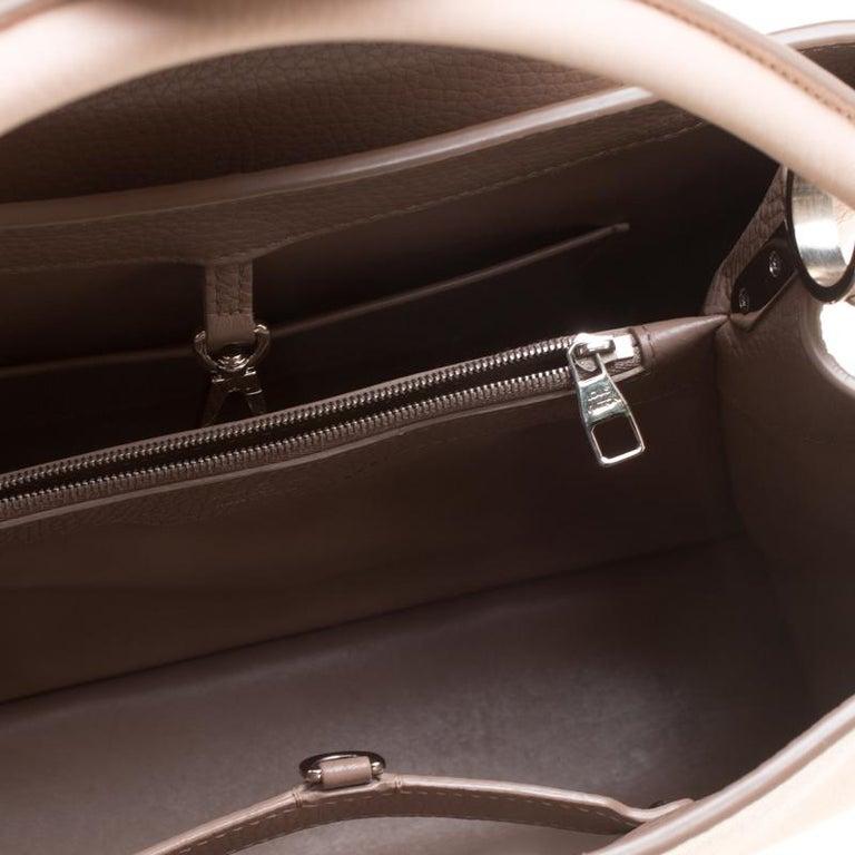 Louis Vuitton Galet Taurillon Leather Capucines MM Bag For Sale 2