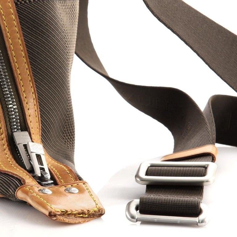 Louis Vuitton Geant Explorateur Shoulder Bag Geant Canvas For Sale 1