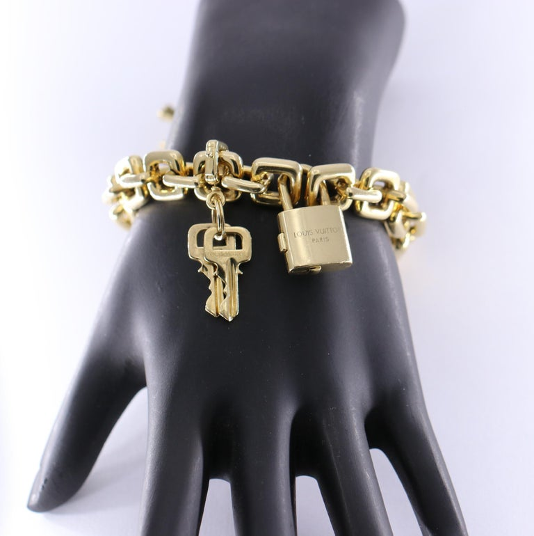Louis Vuitton Gold Charm Bracelet with Lock and Key Clasp and Eiffel Tower Charm In Good Condition For Sale In Palm Beach, FL