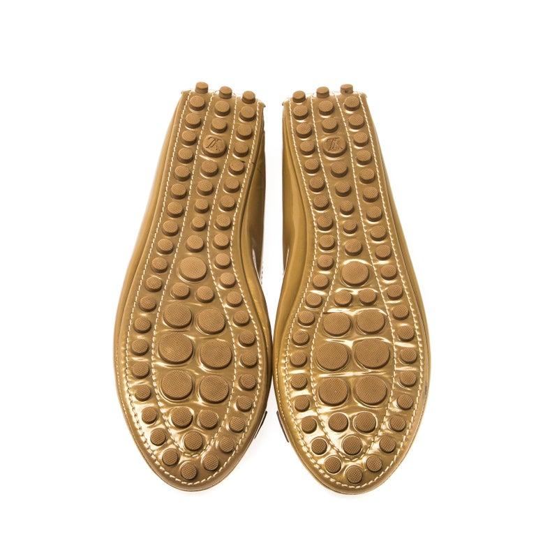 Louis Vuitton Gold Patent Leather Oxford Ballet Flats Size 40.5 In Good Condition For Sale In Dubai, Al Qouz 2