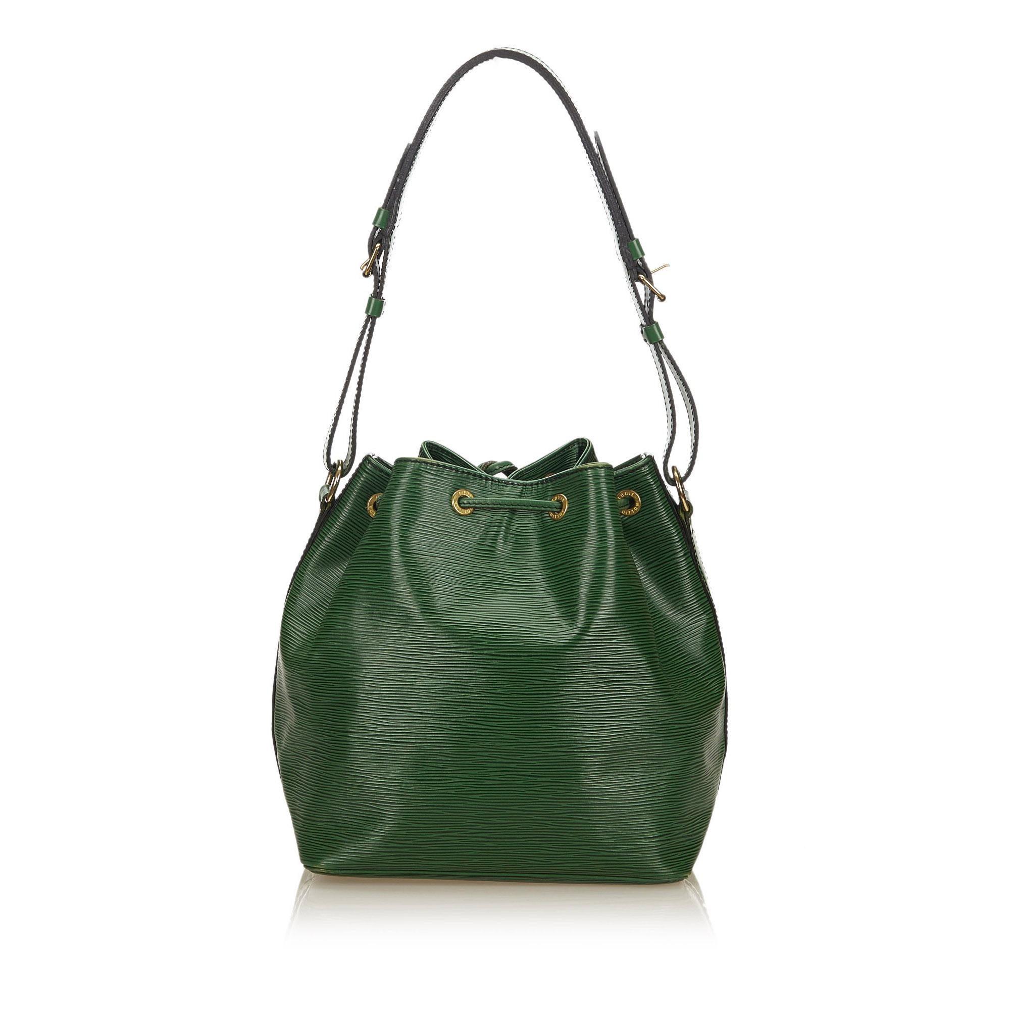 3693e01f9eb76 Louis Vuitton grün Epi Petit Noe bei 1stdibs