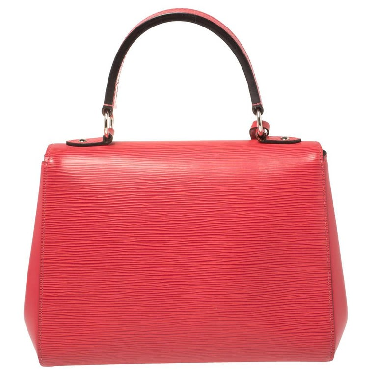Each bag that comes out of Louis Vuitton's workshops is high on style and craftsmanship, including this beauty. Created from their Epi leather, the Cluny bag has a fine finish. The bag features a top handle, a detachable shoulder strap, protective