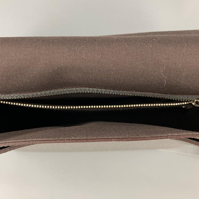 Men's LOUIS VUITTON Grey Leather Taiga Roma MM Messenger Bag For Sale