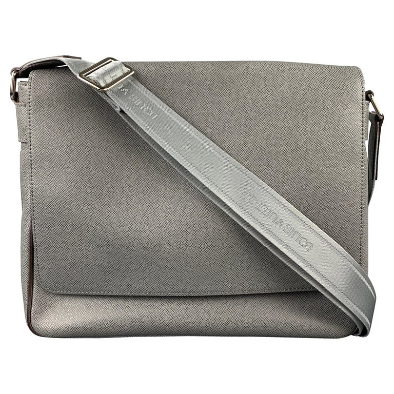 LOUIS VUITTON Grey Leather Taiga Roma MM Messenger Bag For Sale