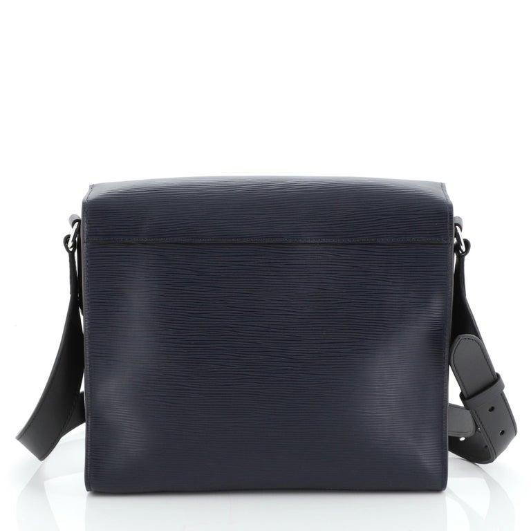 Women's or Men's Louis Vuitton Harington Messenger Bag For Sale